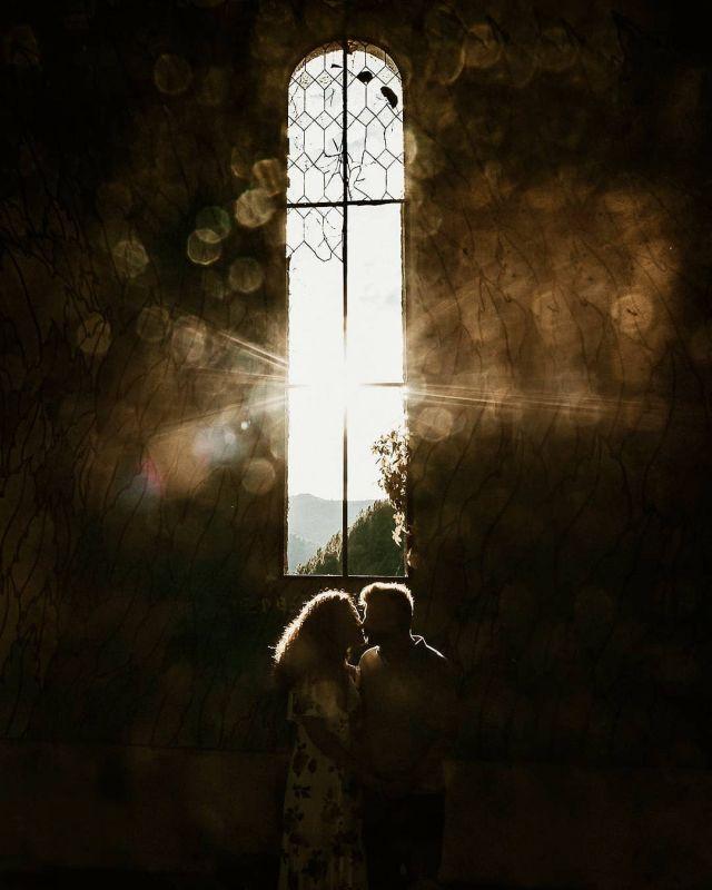 Seremos recuerdos 🖤 .   #bodas2020 #bodasconencanto #vestidodenovia #galiciacalidade #noviasdiferentes #truelove #bodasgalicia #noviasconestilo #invitadaperfecta #galicia #galifornia #vigo #ourense #noviasconestilo #vestidosdenovia #coruña #wedding #boda  #bodasoñada #shadows #spainwedding #couplegoals #weddingspain #lookslikefilm #loveislove #bodasengalicia