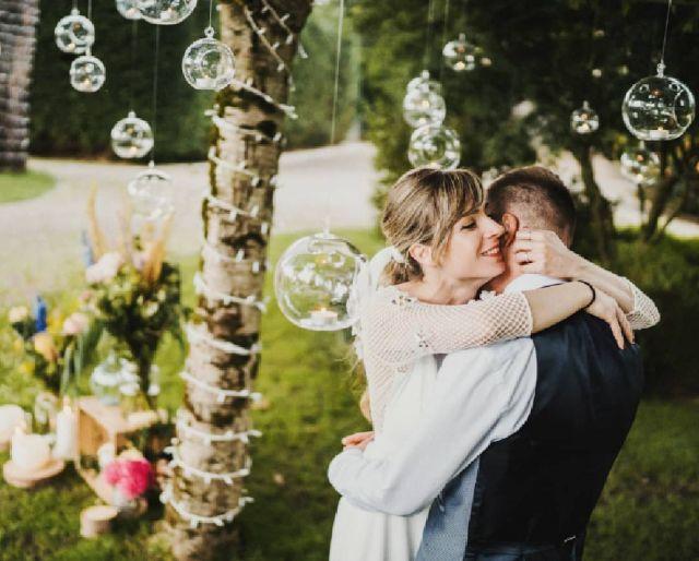 Nueva boda en mi web☝☝Link en bio☝☝. Y después de estos meses de hibernación🐻 por fin salió el Sol y hay que celebrarlo. Retomo donde lo dejé, con esta heroica  boda como punto de partida de una nueva temporada de bodas que se presenta esperanzadora y mas ilusionante que nunca. Que ganas!!, pero que ganas tengo de volver a bodear!!! La semana próxima me estreno😊  #bodas2021#bodasconencanto#vestidodenovia#galiciacalidade#noviasdiferentes#bodasgalicia#noviasconestilo#invitadaperfecta#galicia#galifornia#vigo#ourense#noviasconestilo#vestidosdenovia#pazodatouza#wedding#boda#bodasoñada#spainwedding#couplegoals#weddingspain#bodasvigo #lookslikefilm #fotografobodas #justmarried #loveislove#bodasengalicia#heroes@pazodatouza @elaticotallerdenovias @martasaizmakeup @afloreria_sabaris @papaya_estudio @fentofilms @r_musica_djs