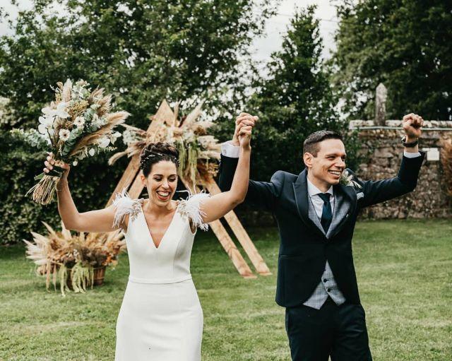 Yo soy rápido... pero la vida lo es más. Editando boditas como si no hubiera un mañana, hoy les toca a @yesmi.sc  y a Iván. Una preciosa boda en el #pazoalmuzara con emoción hasta el final😍 #pazodaalmuzara 💡@jbx.es, @neongal.es 🎁@kousinhas 🎥@lovestoryvideo 🎧@lagramoladisco  🐵@elmonoconsombrero 👗@silviafernandezatelier  #bodas2021 #bodasconencanto #vestidodenovia #galiciacalidade #noviasdiferentes #truelove #bodasgalicia #noviasconestilo #invitadaperfecta #galicia #galifornia #vigo #ourense #noviasconestilo #vestidosdenovia #coruña #wedding #boda  #bodasoñada #spainwedding #couplegoals #weddingspain #lookslikefilm #loveislove #bodasengalicia