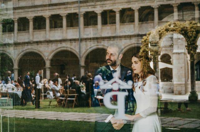 Tenía que pasar... y pasó! Entrada a lo grande de Raquel y Raúl 💥💣🤟y no podía ser menos para esta boda de grandes... en todos los sentidos jejeje @las_nueve_mitras @minimuatelier @fotovideovictor @reportaxesocial @floristeria_zeltia @jbx.es @lagramoladisco @123flashfotomaton_galicia @bettyandtheamish @neongal.es  #bodas2021 #bodasconencanto #vestidodenovia #galiciacalidade #noviasdiferentes #truelove #bodasgalicia #noviasconestilo #invitadaperfecta #galicia #galifornia #vigo #ourense #noviasconestilo  #vestidosdenovia #santoestevo #coruña #wedding #boda #bodasoñada #spainwedding #couplegoals #weddingspain #lookslikefilm #loveislove #bodasengalicia