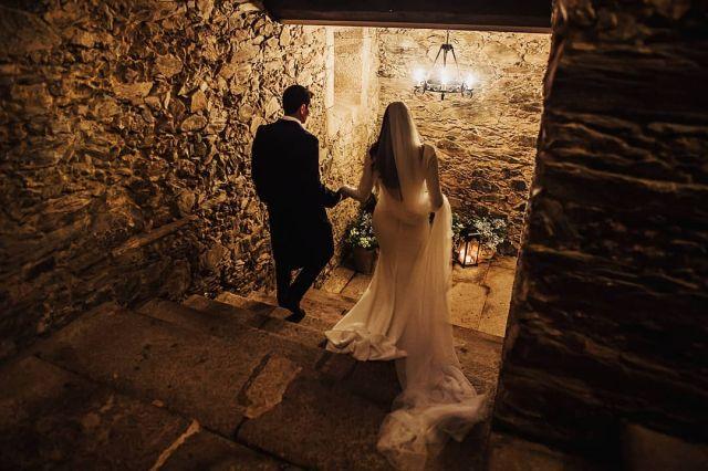 👫🧡 . . .  #bodas2020 #bodasconencanto #vestidodenovia #galiciacalidade #noviasdiferentes #truelove #bodasgalicia #noviasconestilo #invitadaperfecta #galicia #galifornia #vigo #ourense #noviasconestilo #stairs #vestidosdenovia #coruña #wedding #boda  #bodasoñada #spainwedding #couplegoals #weddingspain #lookslikefilm #loveislove #bodasengalicia
