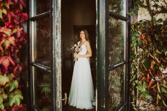 👆👆Nuevo post en bio👆👆 La base da de Iryna y Álvaro 💜 . .  #bodas2020 #bodasconencanto #vestidodenovia #galiciacalidade #noviasdiferentes #truelove #bodasgalicia #noviasconestilo #invitadaperfecta #galicia #galifornia #vigo #ourense #noviasconestilo #vestidosdenovia #coruña #wedding #boda  #bodasoñada #spainwedding #couplegoals #weddingspain #lookslikefilm #loveislove #bodasengalicia #rectoraldecobres